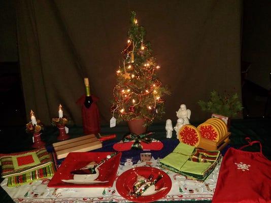 636465105586483998-ChristmasTable.jpg