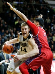 Isaac Haas works the baseline against Mohamed Bendary