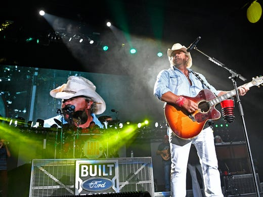 Brad Paisley, Dwight Yoakam among 2019 Nashville Songwriters Hall of Fame nominees