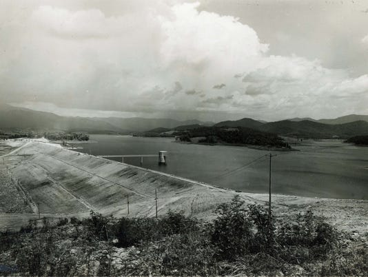 Chatuge-Dam-1952-looking-upstream-fr-Observation-Point-AC-T-file.jpg