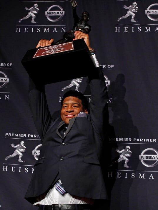 USP_NCAA_FOOTBALL__HEISMAN_TROPHY_PRESENTATION_60548884