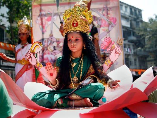 635957275258743419-APTOPIX-India-Festival-jterhune-gannett.com-5.jpg