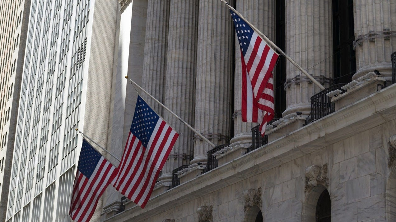 Indexes inch higher on Wall Street, preserving weekly gains