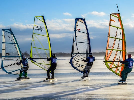 Ice kiting