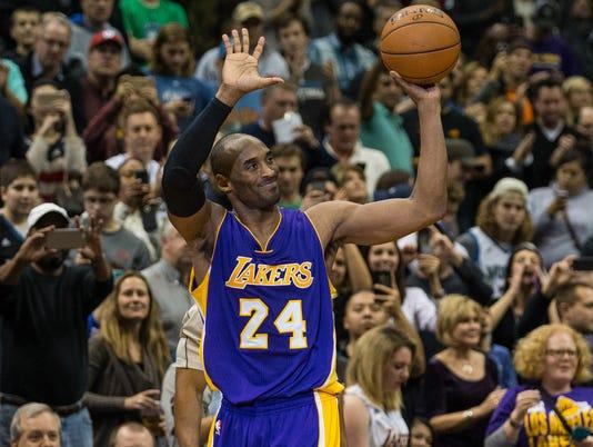 Kobe Bryant passes Michael Jordan for third in points