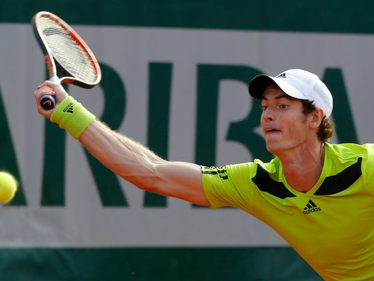 Britain's Andy Murray returns the ball during the fourth round match of the French Open tennis tournament against Spain's Fernando Verdasco at the Roland Garros stadium, in Paris, France, Monday, June 2, 2014. (AP Photo/Michel Euler)