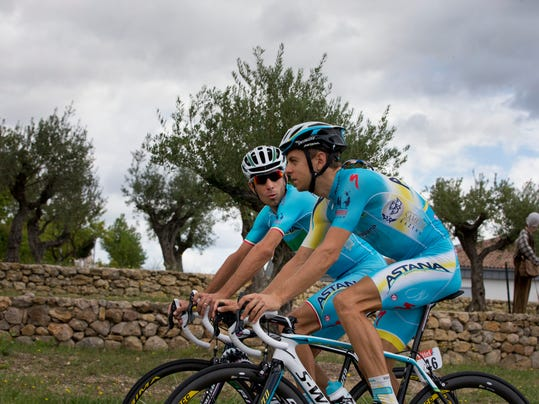 Overall leader Italy's Vincenzo Nibali, and Estonia's Tanel Kangert, right, talk during a training on the second rest day of the Tour de France cycling race in Lignan-sur-Orb, southern France, Monday, July 21, 2014. (AP Photo/Peter Dejong)
