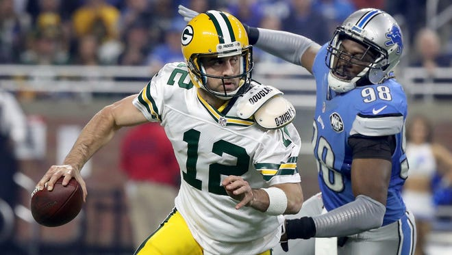 Devin Taylor #98 of the Detroit Lions chases down quarterback Aaron Rodgers #12 of the Green Bay Packers during first-quarter action at Ford Field on Jan. 1, 2017, in Detroit.