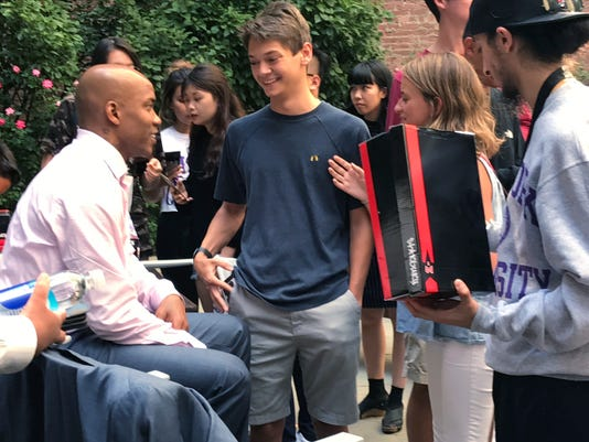 Stephon Marbury has emotional moment with Beijing fan at Q&A