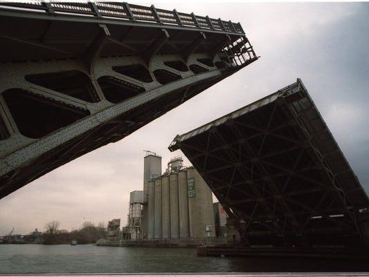 635603878235332762-Bridge-Opens