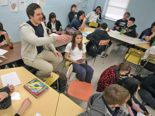Teaching programs in Tennessee are making strides in getting more teachers into areas where the state is experiencing critical shortages,like high school math and science.