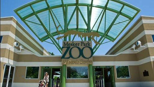 The entrance to Mesker Park Zoo.