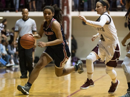 Veterans Memorial's Anaisja Banks breaks past a Flour