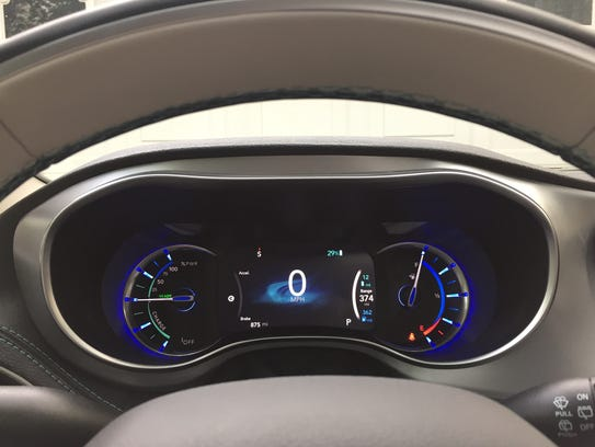 The 2017 Chrysler Pacifica Hybrid Platinum has a gauge