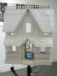 INFOBOX 4americana-still-38'X20'X14'-painted-wooden-doll-house-with-4-digital-de