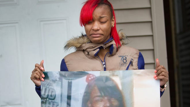 LaTonya Jones holds a picture of her mother on Dec. 27, 2015, in Chicago. Bettie Jones was fatally shot by police responding to a domestic dispute call made by her neighbor.