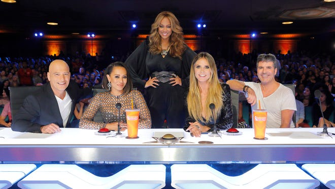 Pictured: (l-r) Howie Mandel, Mel B, Tyra Banks, Heidi Klum, Simon Cowell — (Photo by: Trae Patton/NBC)