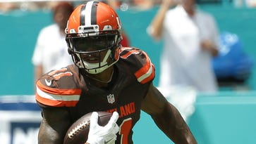 Browns put Terrelle Pryor at QB, WR and S vs. Dolphins