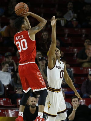 ASU's Tra Holder (0) contests Utah's Gabe Bealer (30) in the first half at Wells Fargo Arena on January 7, 2017 in Tempe, Ariz.