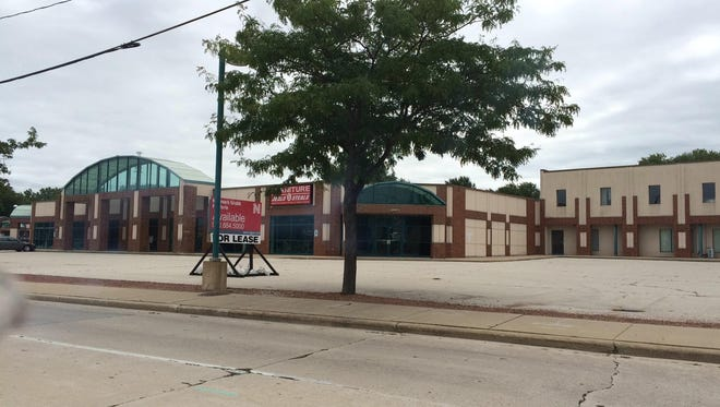 Festival Foods is in negotiations to build a new store as part of a redevelopment of this University Avenue strip center.