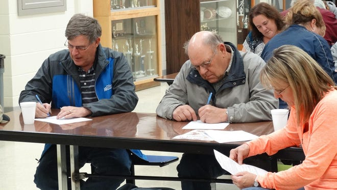Geraldine residents signed up for potential stock purchases last month to help finance the proposed potential Fresh Start grocery cooperative. Thirty residents made $10,000 in pledges at the first meeting.