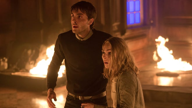 """In """"Down a Dark Hall,"""" Jules (Noah Silver) attempts to help Kit (AnnaSophia Robb) escape from a mysterious boarding school."""