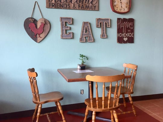 Neo-rustic tchotchkes garnish a corner of the dining room at the new Walden's Coffeehouse on South Wells Avenue.