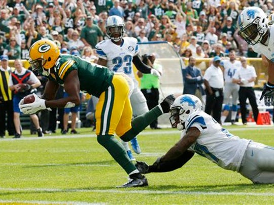 Green Bay Packers' Davante Adams catches a touchdown