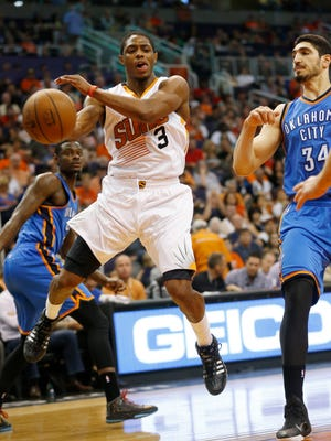 Phoenix Suns guard Brandon Knight passes the in front of Oklahoma City Thunder guard center Enes Kanter during the second quarter at US Airways Center in Phoenix, Ariz. March 29, 2015.