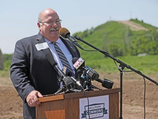 636652773484173035-Mayor-Steve-Olson-of-Franklin.JPG