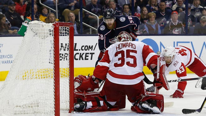 How will Red Wings goaltender Jimmy Howard be affected by the signing of Jonathan Bernier?