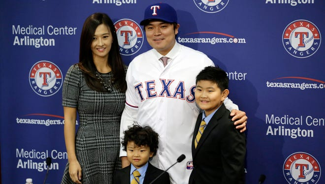 Texas Rangers outfielder Shin-Soo Choo poses with his wife Mia and sons Aiden (center) and Alan (right) during an introductory press conference.
