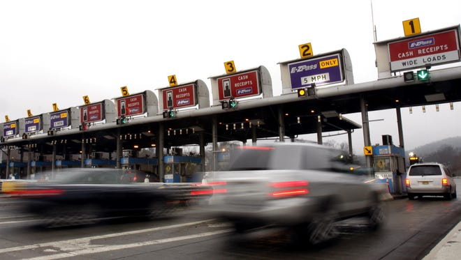 Traffic enters the Tappan Zee Bridge toll plaza in Tarrytown March 11, 2009.