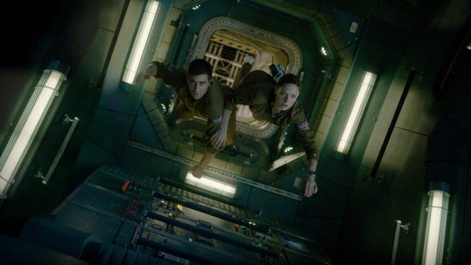 """David Jordan (Jake Gyllenhaal) and Miranda North (Rebecca Ferguson) in """"Life."""""""