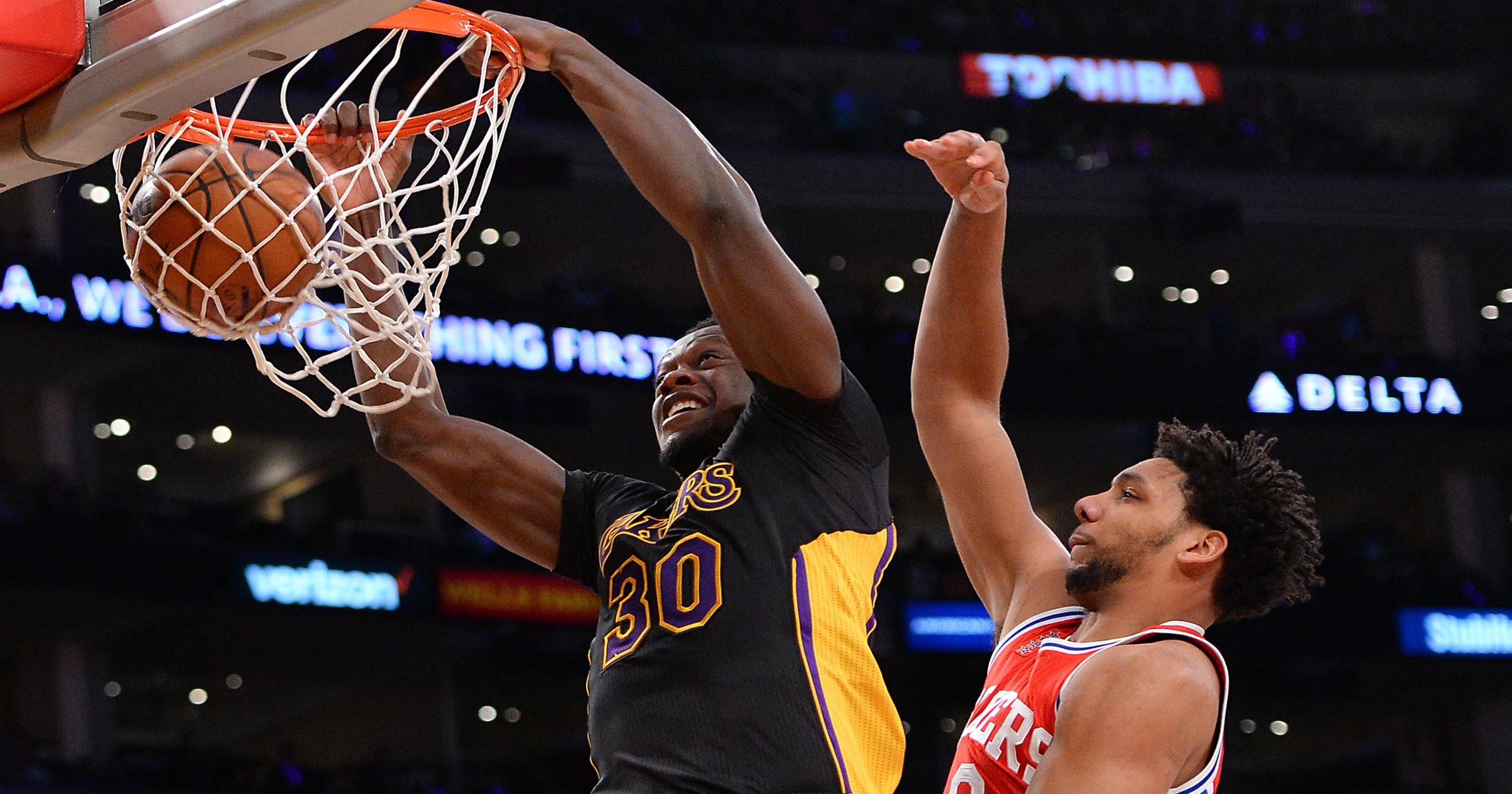 5d3e11a60 Lakers use late rally to top 76ers without Kobe