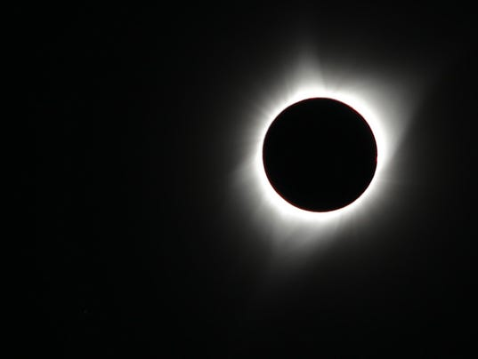 636396568187916530-STG0903-backyard-eclipse-25.jpg