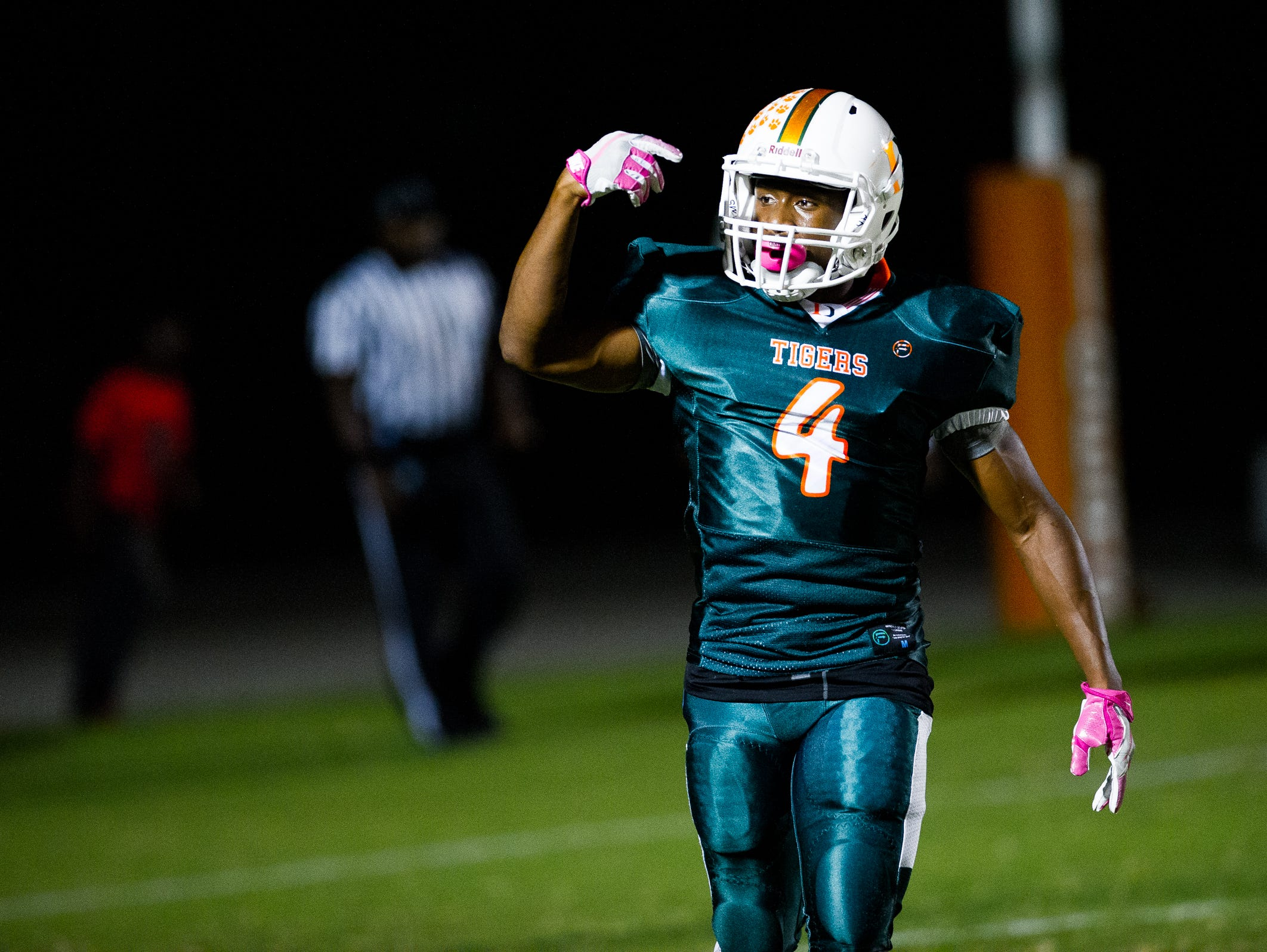 Kenny Benjamin and Dunbar host rival Fort Myers in The News-Press Game of the Week Friday.