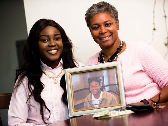 Carolyn Tyus and her daughter, Jada Thornton, 20, hold