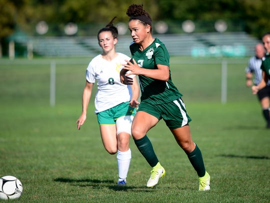 Fairfield's Annabel Anderson (2) heads upfield with