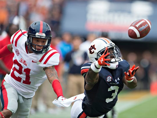 Auburn wide receiver Nate Craig-Myers (3) attempts