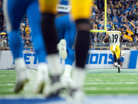Steelers receiver JuJu Smith-Schuster (19) runs for a 97-yard touchdown during the third quarter against the Lions at Ford Field on Sunday, Oct. 29, 2017.