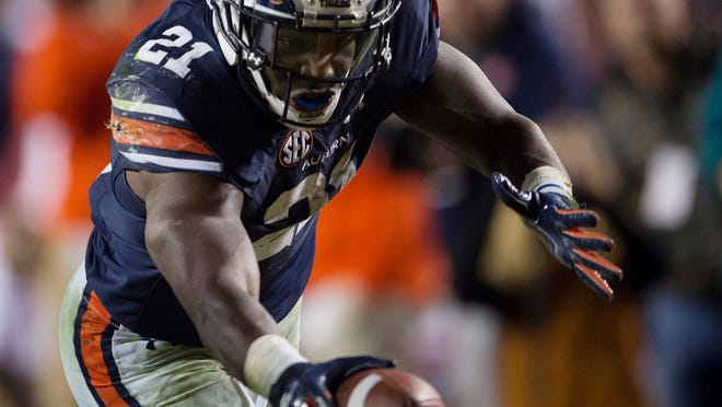 Auburn running back Kerryon Johnson (21) scores a touchdown against Georgia during an NCAA college football game Saturday, Nov. 11, 2017, in Auburn, Ala. (Albert Cesare/The Montgomery Advertiser via AP)