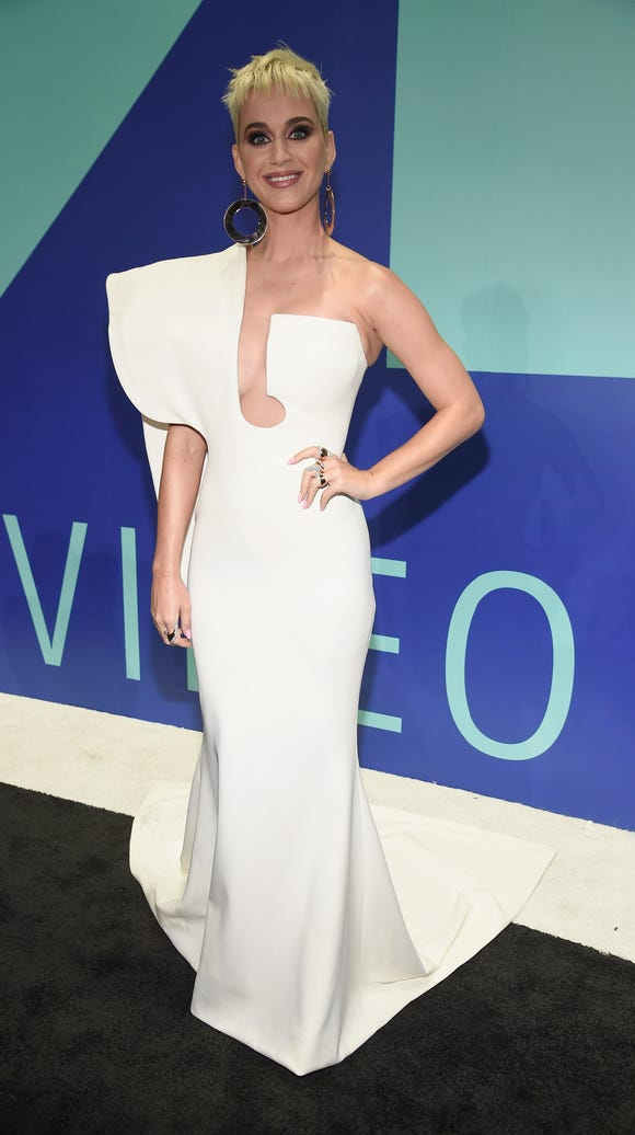 Katy Perry in classic white.
