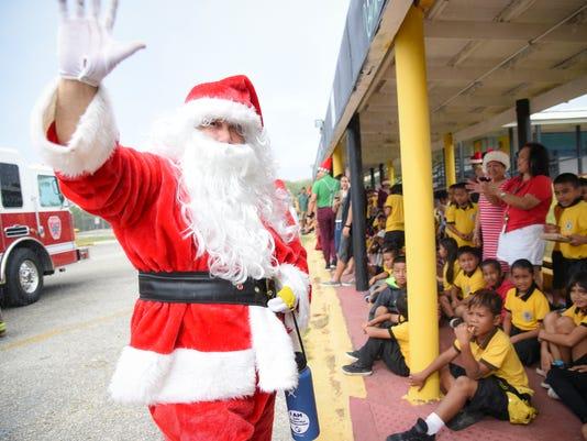 636180440948175610-Santa-at-Brodie-01.jpg