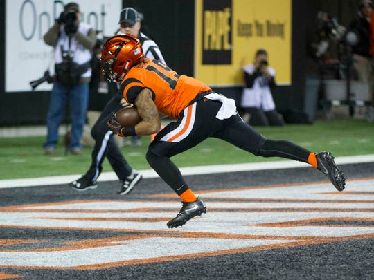 Nov 19, 2016; Corvallis, OR, USA; Oregon State Beavers wide receiver Trevon Bradford (19) catches a touchdown pass against the Arizona Wildcats during the third quarter at Reser Stadium.