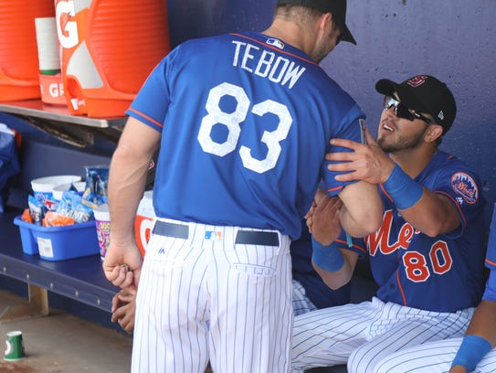Tim Tebow with team mates PJ Conlon before the Mets