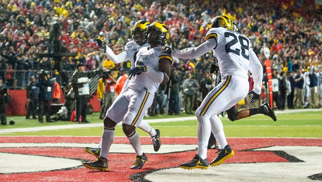 Michigan's Jabrill Peppers runs  into the end zone for a first-quarter touchdown.