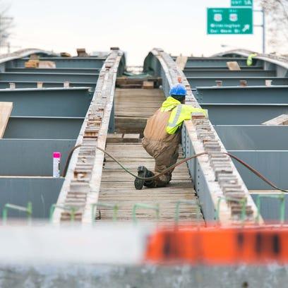 Construction project on the Del. 141 bridge deck over