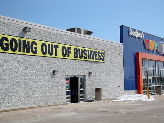 The former Toys'R Us store on West Mason Street in Green Bay on April 5.