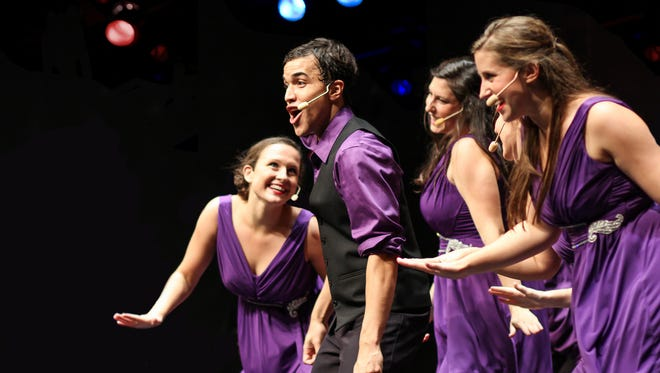 Wisconsin Singers showcases 25 singers, dancers, and instrumentalists from a variety of majors at the University of Wisconsin.